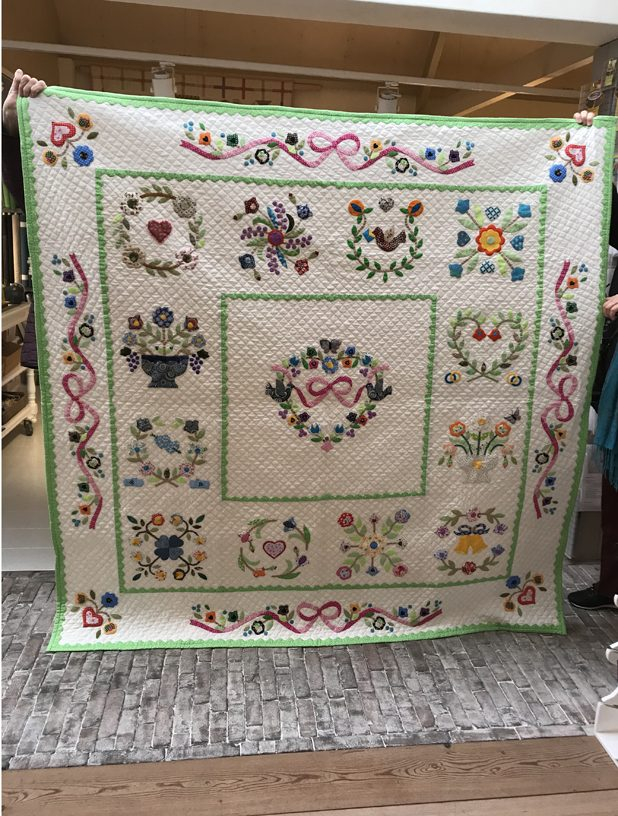Hearts & Flowers quilt in kleur